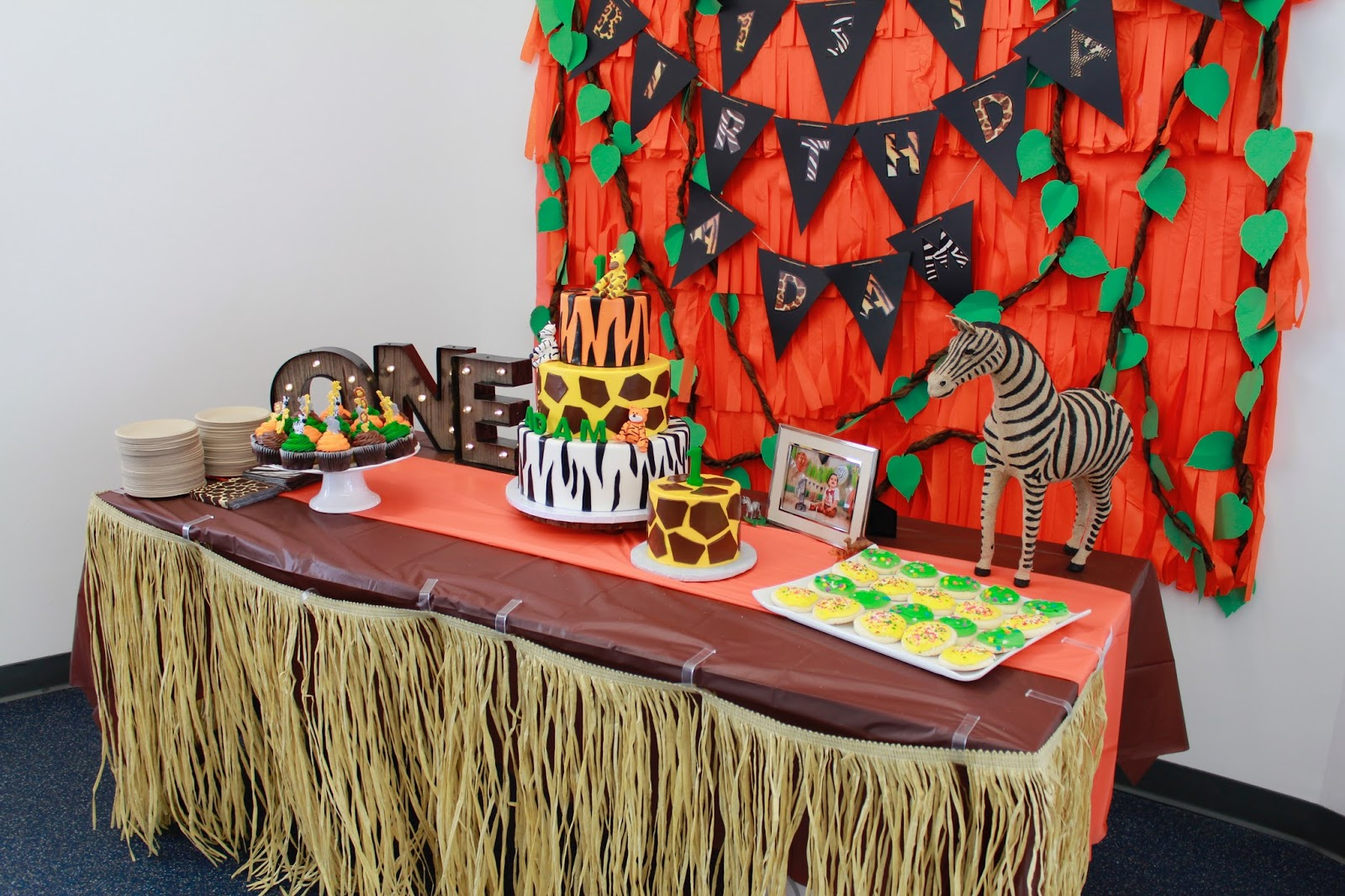 safari cake table