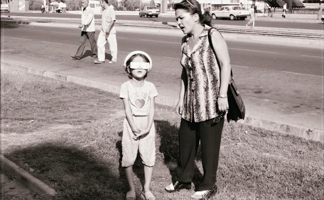 Ouzbékistan, Tachkent, rue Turkestan, éclipse, © Louis Gigout, 1999