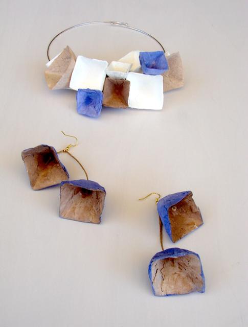 Collana e orecchini piramidali. Gioielli modulari di carta ,  Alessandra Fabre Repetto