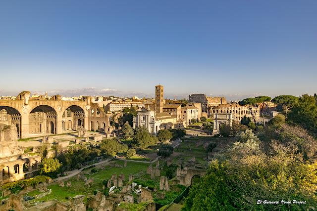 Vista Foro Romano hacia el Coliseo por El Guisante Verde Project