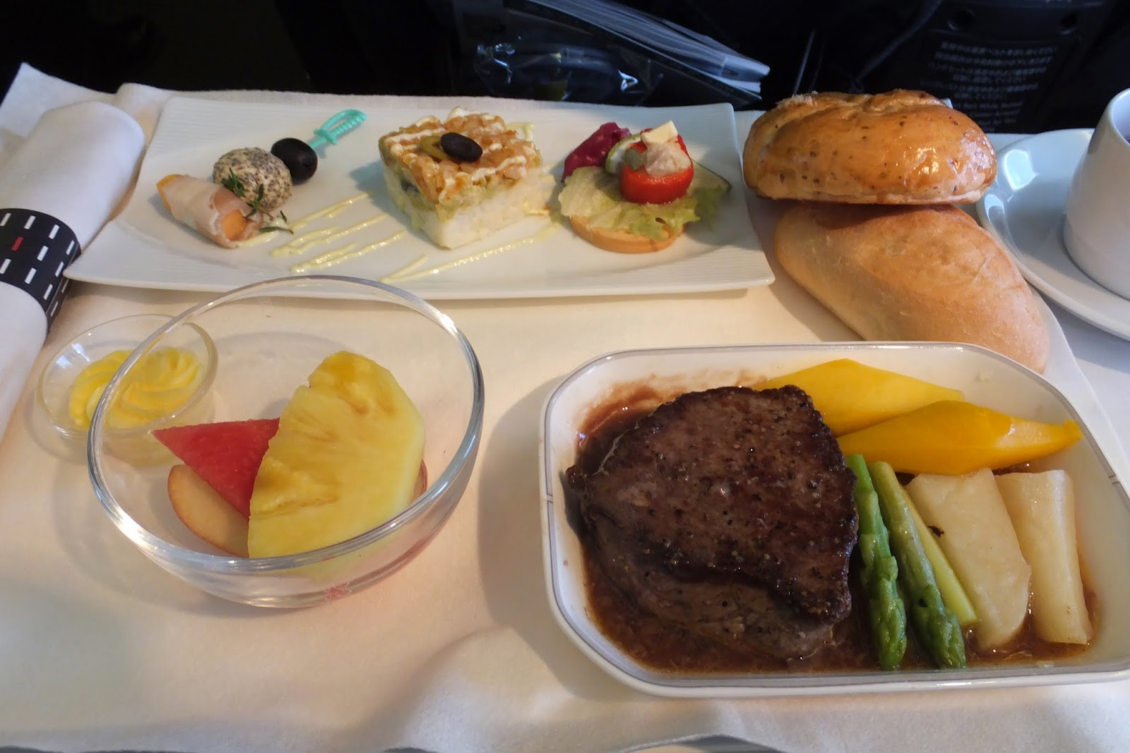 jal-businessclass-flight-meal-steak1