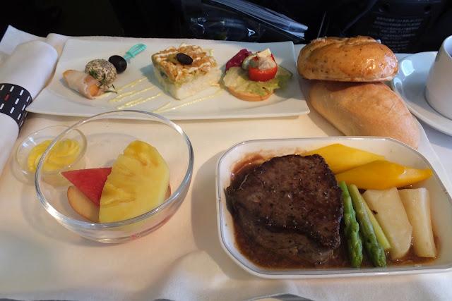 jal-businessclass-flight-meal-steak1