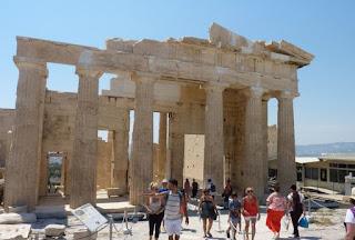 La Acrópolis de Atenas, Propileos.