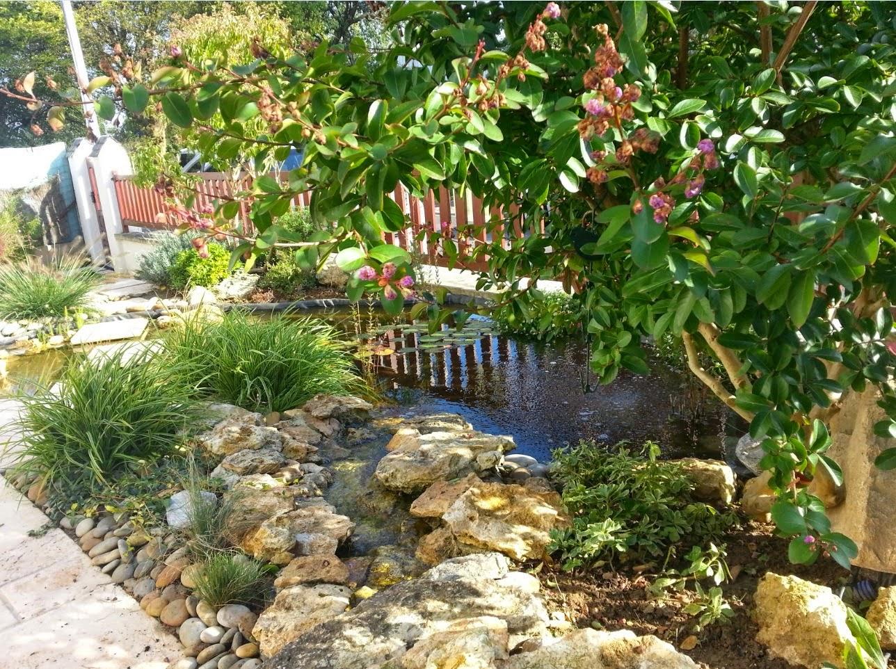 bassin et terrasse dans un petit espace paysagiste val d 39 oise cr ation jardin 95. Black Bedroom Furniture Sets. Home Design Ideas
