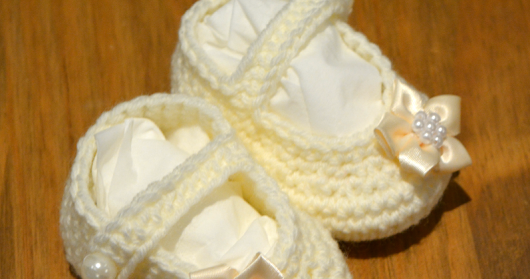 Free Crochet Pattern for Baby Booties with a Strap For a Girl