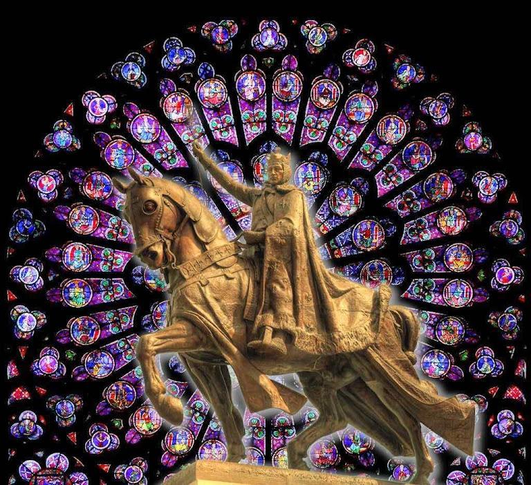 Estátua de São Luiz em Saint-Louis, Missouri. Fundo: rosácea de Notre-Dame