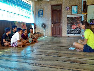 Patricia durante sus clases de inglés en Nusa Penida, Indonesia