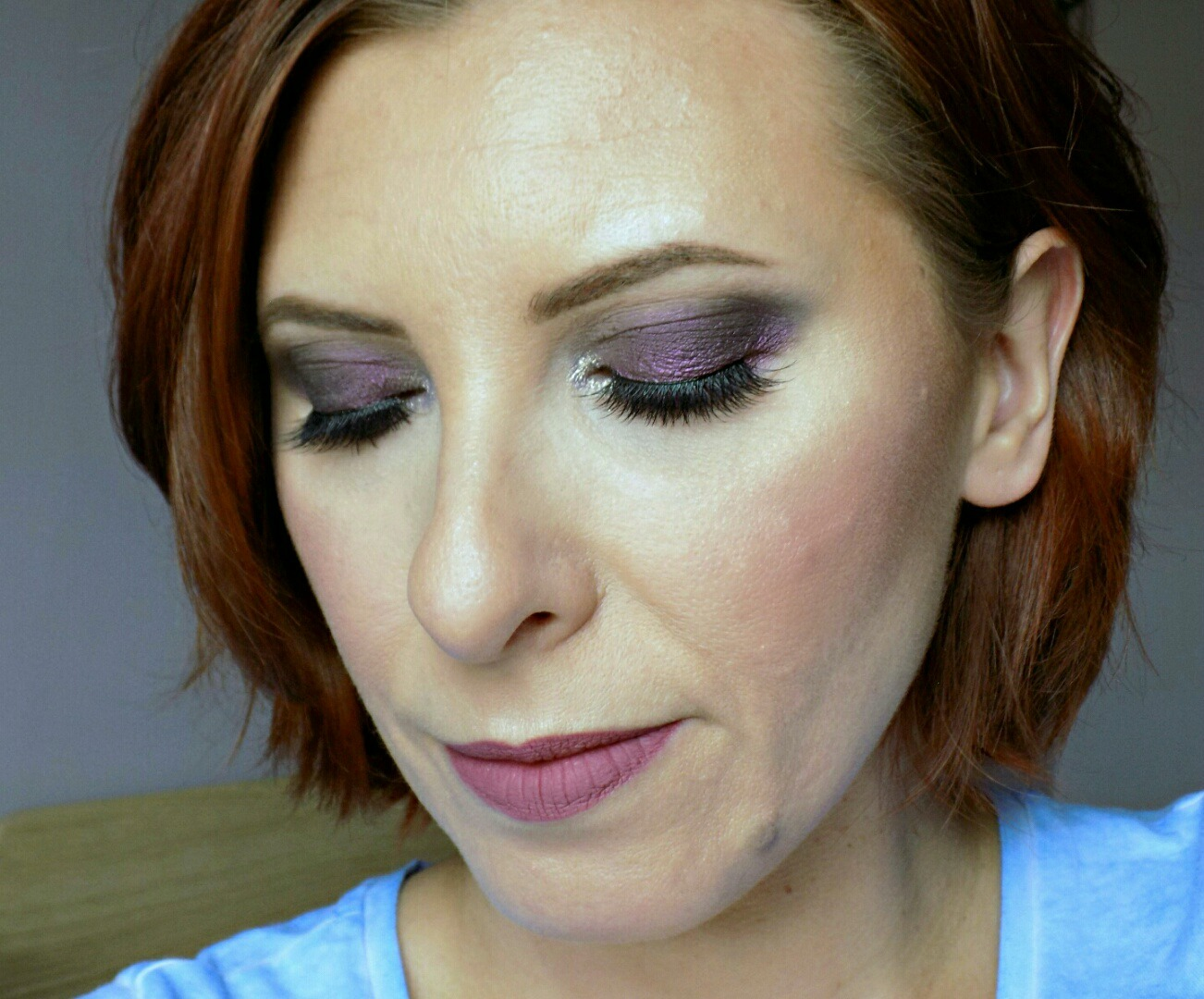 purple smokey eyes and mauve lips makeup look