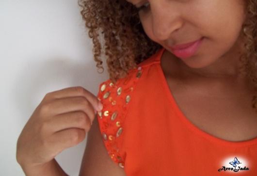 Look Laranja - Bermuda Branca e Blusinha Laranja