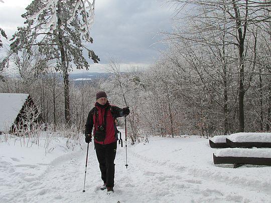 Przed zejściem z grzbietu Magury Wątkowskiej.