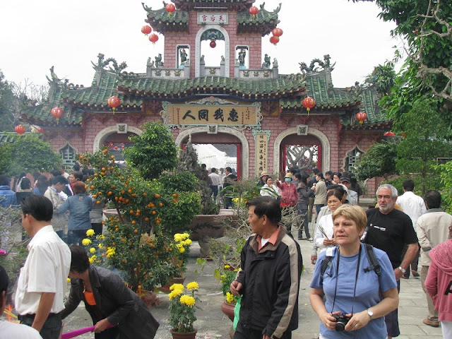 Foreigners experience Vietnamese Tet holiday 4