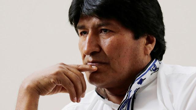 Medio británico acusa a Evo Morales de ver porno en plena reunión oficial