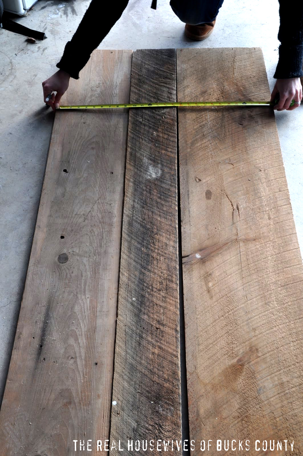 Reclaimed barn wood coffee table infarrantly creative reclaimed barn wood coffee table geotapseo Image collections