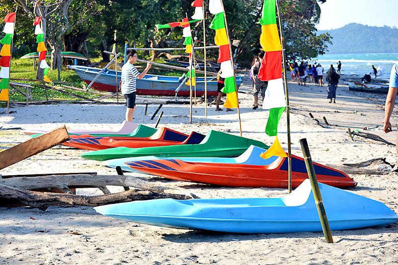 pesisir pantai Pulau Sebesi Lampung Selatan
