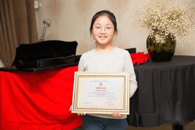 Nể phục trước tài năng chơi đàn piano của cô bé Quách Hoàng Nhi