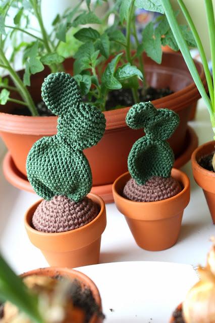 Amigurumi Cactus And Flower Crochet Pattern : HAPPYAMIGURUMI: Crochet Cacti - Amigurumi cacti