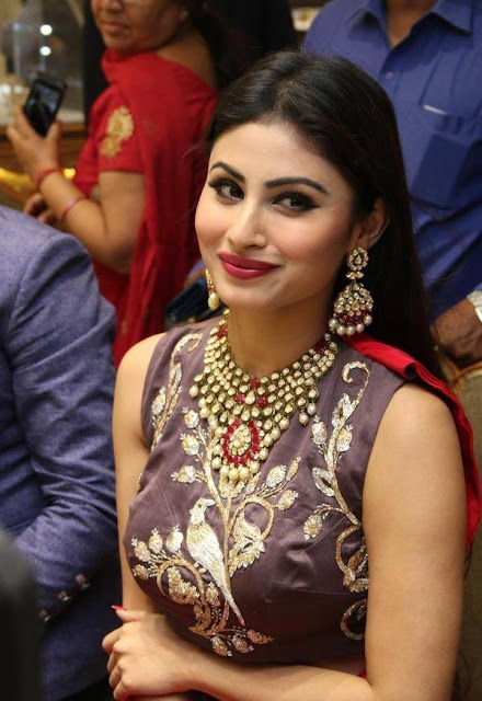 mouni-roy-cute-face