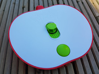The top of the apple base showing the button to make it wobble
