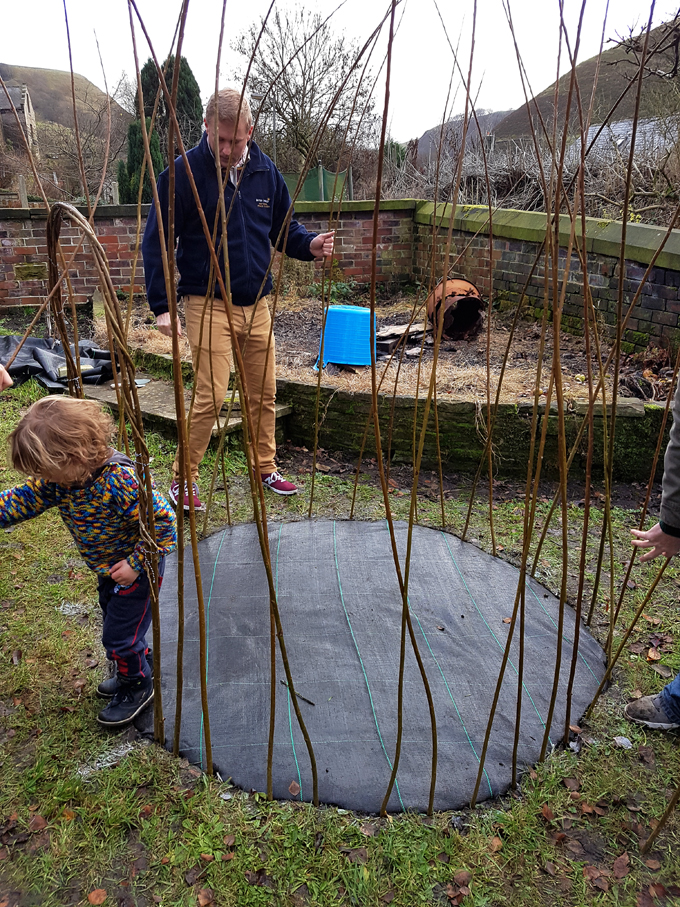 how to make a living willow dome http://www.archieandtherug.com/