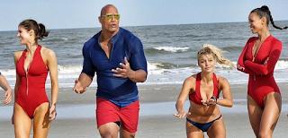 baywatch los vigilantes de la playa: zak efron mira donde no debe en un nuevo clip