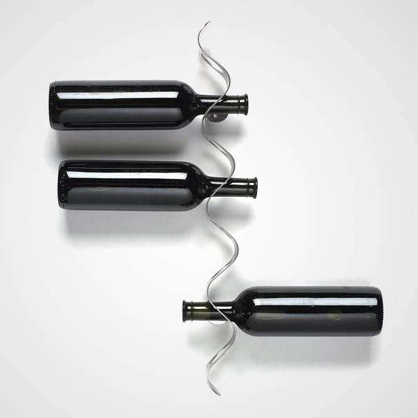 Black and Blum flow wall wine Reack