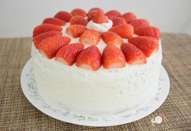 Pastel de fresas y nata montada