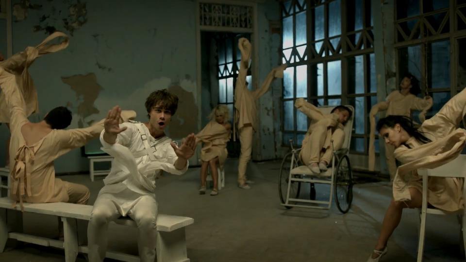 EUROVISION ADDICT: New Video: Leave me alone - Alexander Rybak