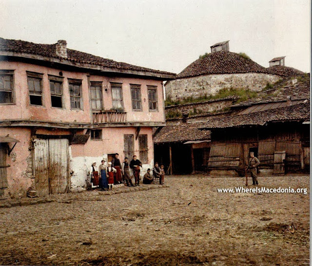 """Buildings and shops on the former """"Sheep market"""", near the Deboj hammam and the mosques of Gazi Hajdar and Sungur Chaush, the oldest mosque in the Balkans, built in 1434-35 and destroyed in 1956. - Bitola in 1913"""