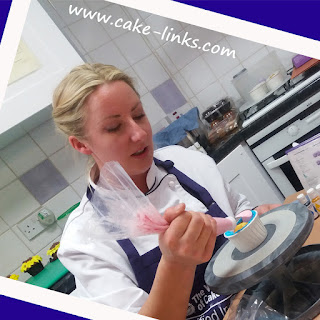 http://www.cake-links.com/classes-and-workshops-at-cake-links.html
