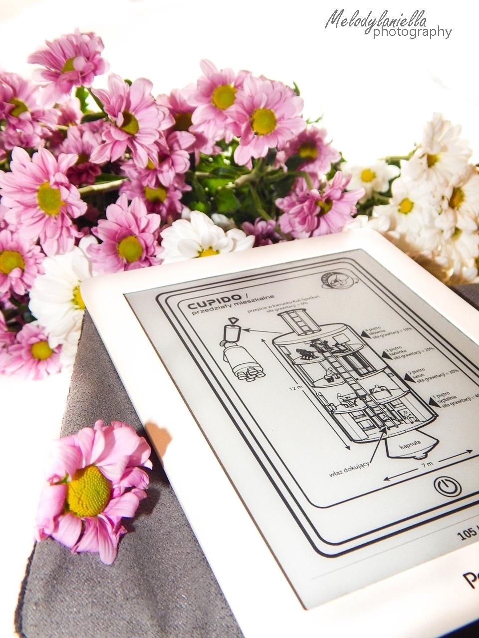 fobos czytnik ksiazka kawiaty melodylaniella wydawnictwo otwarte recenzja pocket book