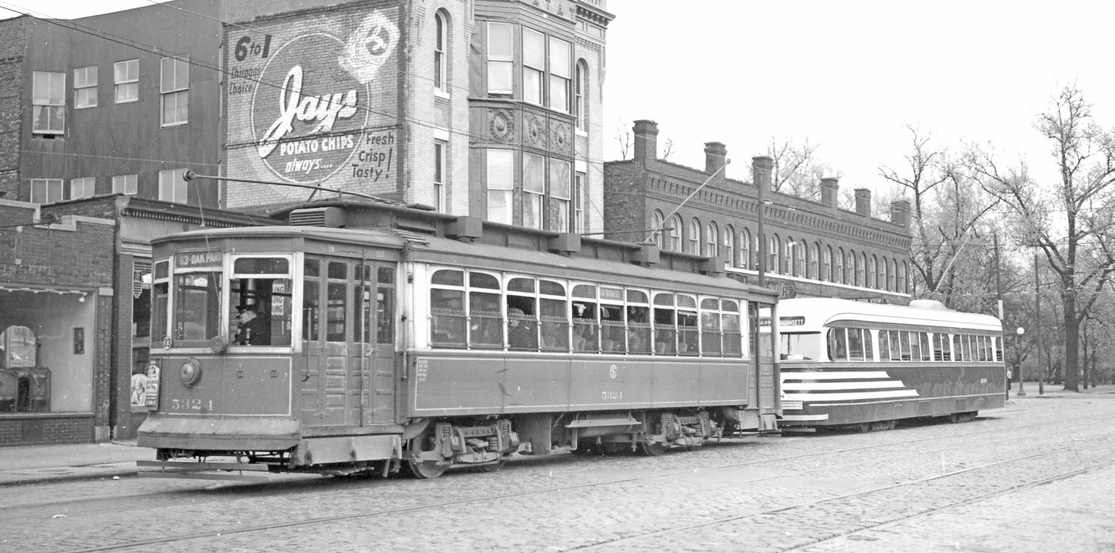 PHOTO - CHICAGO - 64TH W OF STONY ISLAND - CSL STREETCARS - PULLMAN AND  TIGER-STRIPED PCC - NOTE PAINTED WALL SIGN FOR JAYS POTATO CHIPS - 1940s -  EDITED ...