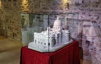 Replika bazilike sv. Petra od bračkog kamena Pučišća otok Brač Online slike