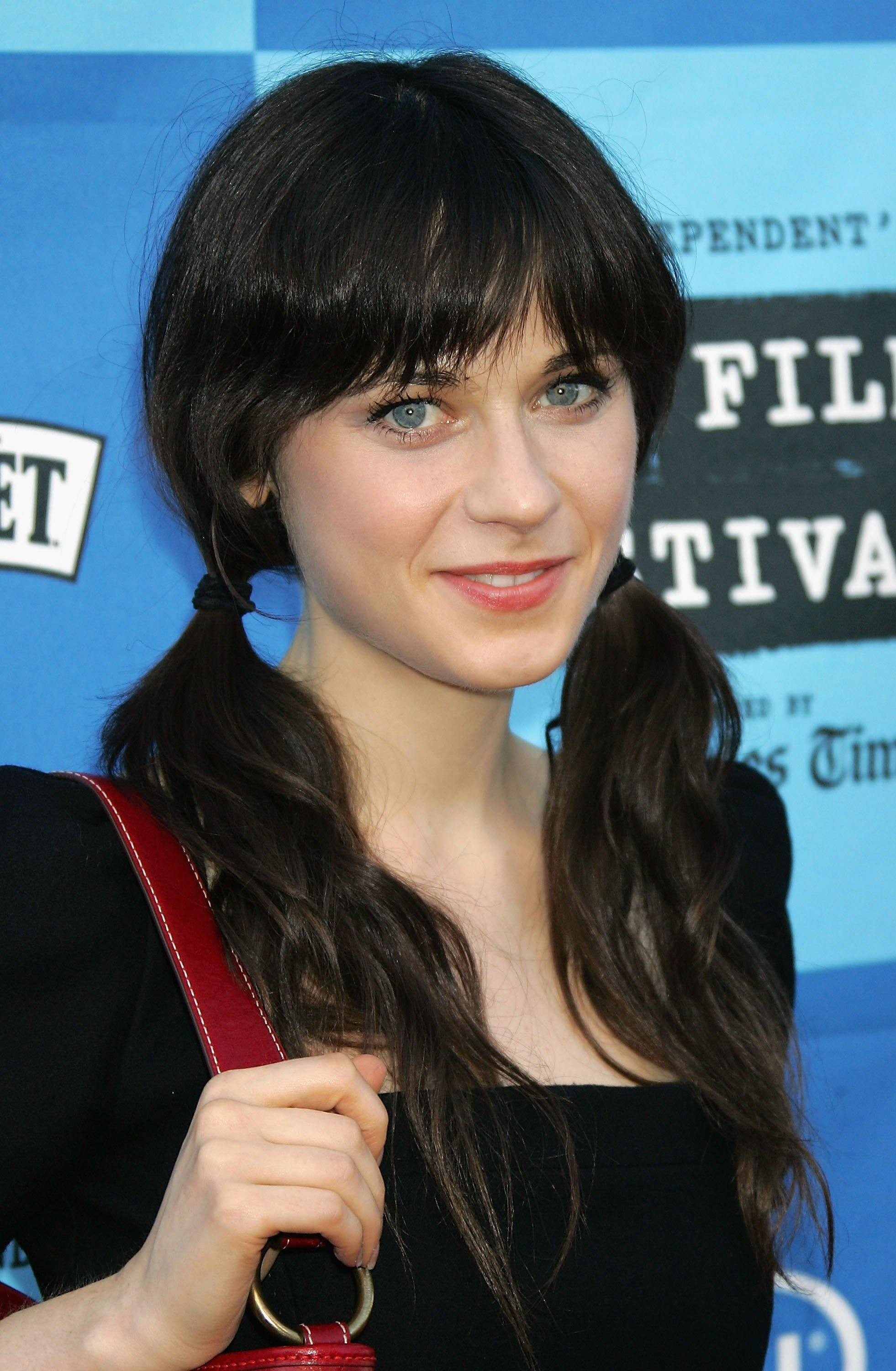 Zooey Deschanel Nude Photos 20