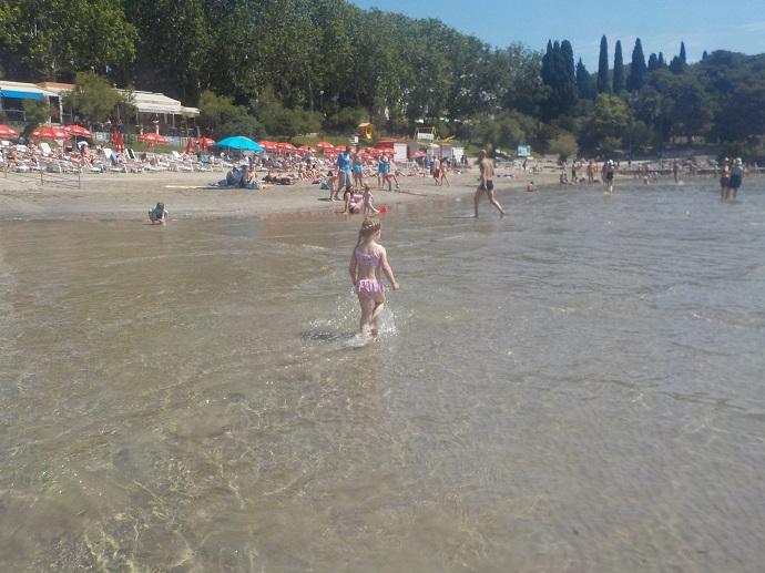 Splitin matala hiekkaranta sopii hyvin lapsille