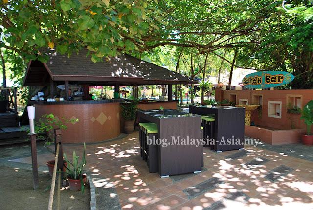Bar at Manukan Island
