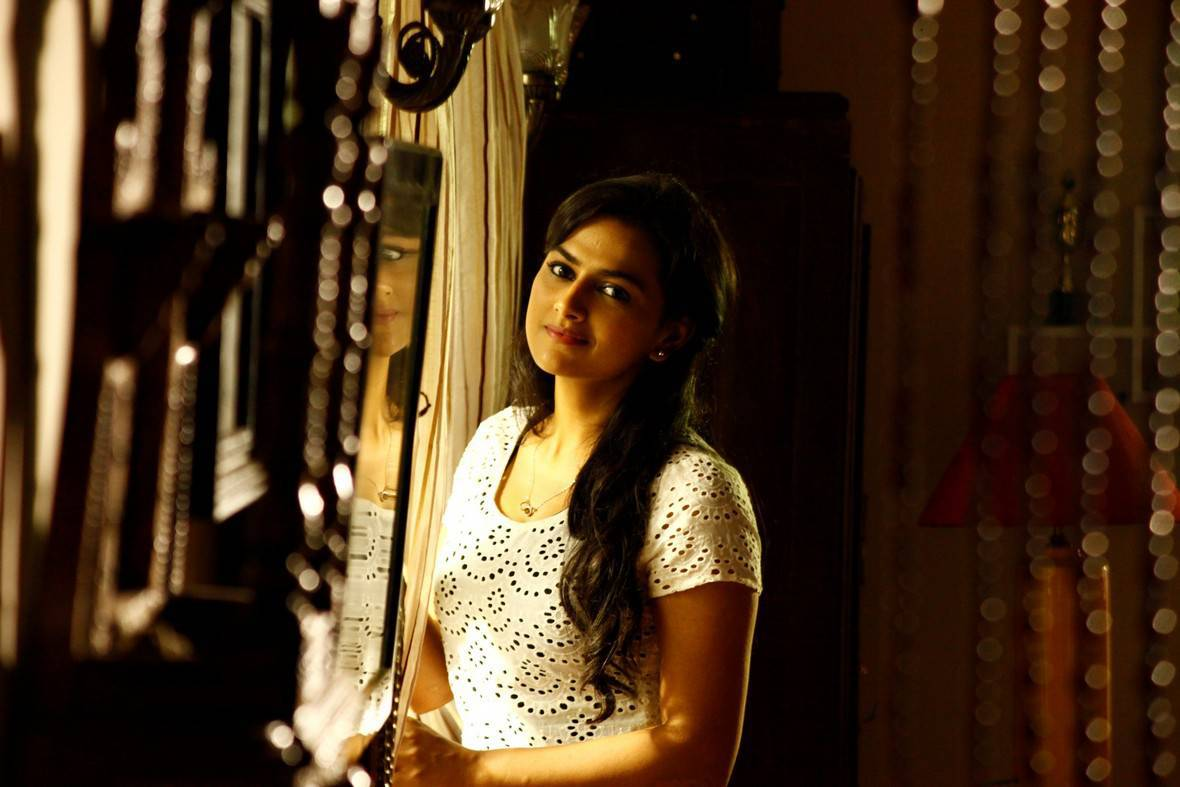 Shraddha Srinath-Ivan Thanthiran Movie Latest Stills