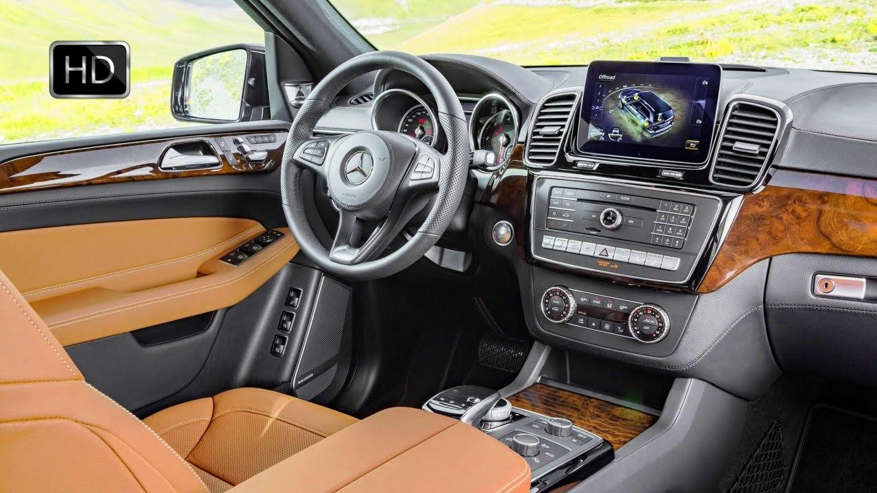 2017 Mercedes-Benz suv interior