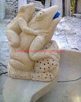 """patung yang berbahan dasar dari batu paras, di buat dengan pahat tradisional di kerjakan oleh tenaga profesional di bidang seni pahat untuk menghasilkan sebuah karya seni patung yang benar benar mengusung konsep """"seni. sekarang dapat anda pesan sesui keinginan anda atau anda bisa memilih pada nomor gambar patung yang tersedia di sini..!!"""
