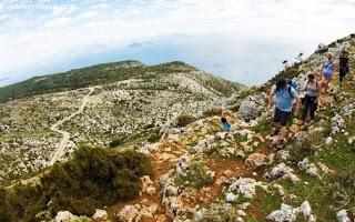 Λατρεύεις την πεζοπορία; 10 ελληνικά νησιά με υπέροχα μονοπάτια που πρέπει να εκμεταλλευτείς!