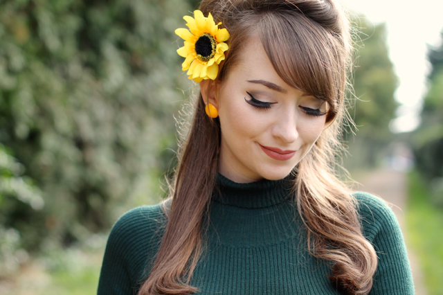 Forest green and mustard yellow autumn look with Collectif Olive jumper