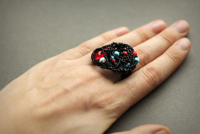 купить Крупное черное кольцо авторской работы украшения из бисера