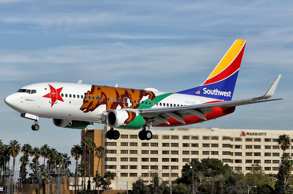 Aero Pacific Flightlines Southwest Airlines Boeing 737 7h4 36913 Long Beach Airport