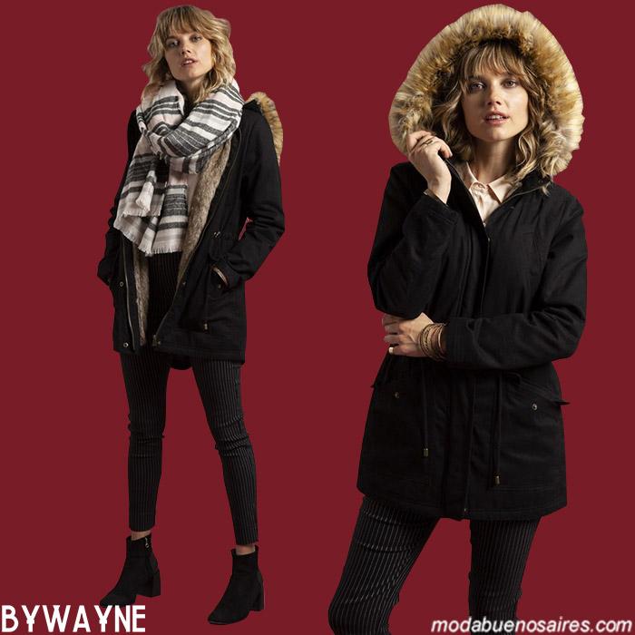 Parkas con capucha con contorno de piel otoño invierno 2019. Moda ropa de mujer 2019.