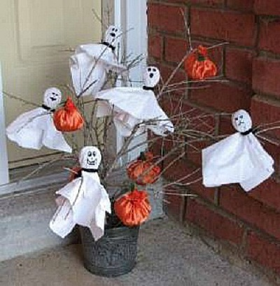 16 simple and easy to make Halloween ghost craft ideas for kids. Halloween simple paper craft ghost and pumpkin tree for kids to make. Easy DIY Halloween Paper craft ghost 2018. Halloween paper craft hanging ghost for decoration. Preschool paper ghost craft ideas for kids to make. Spooky ghost and pumpkin paper craft decoration for indoor and outdoor. Paper craft for indoor decoration. Scary Halloween craft ideas decoration for tree.