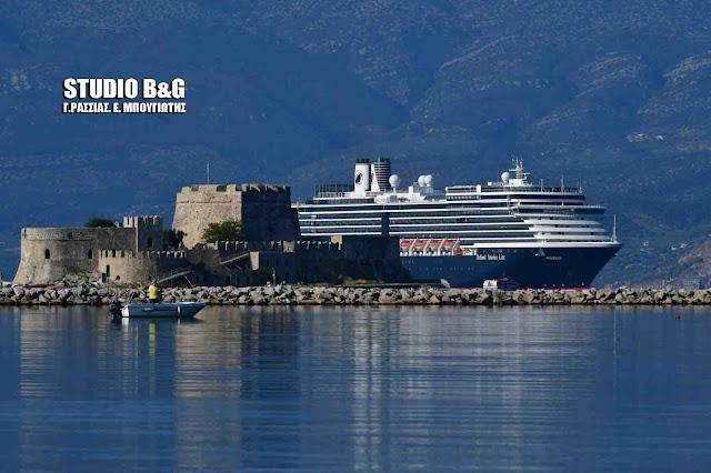 Oosterdam: Το πλωτό παλάτι με 1.500 επιβάτες στο Ναύπλιο (βίντεο)