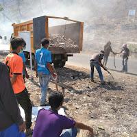 <b>Ciptakan  Kebersihan, Sejumlah Elemen di Sape Adakan Gotong Royong</b>