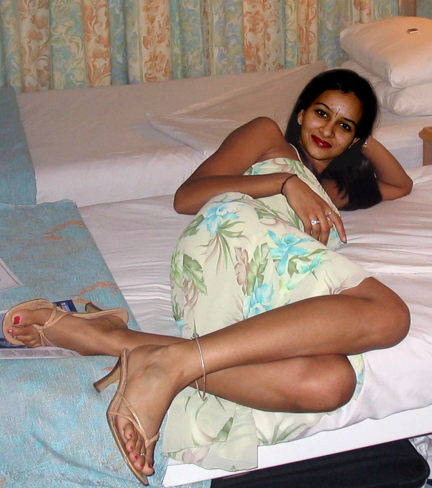 Hot indian girls feet porn pics