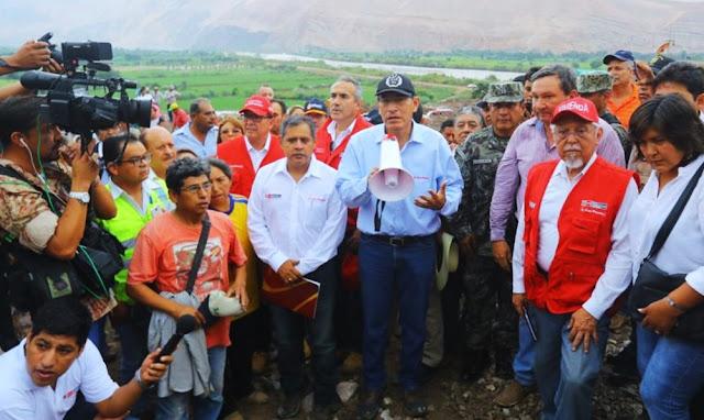 Martín Vizcarra inspecciona zonas afectadas por huaicos en Aplao, Arequipa.