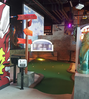 Indoor Mini Golf at For The Win in Chicago