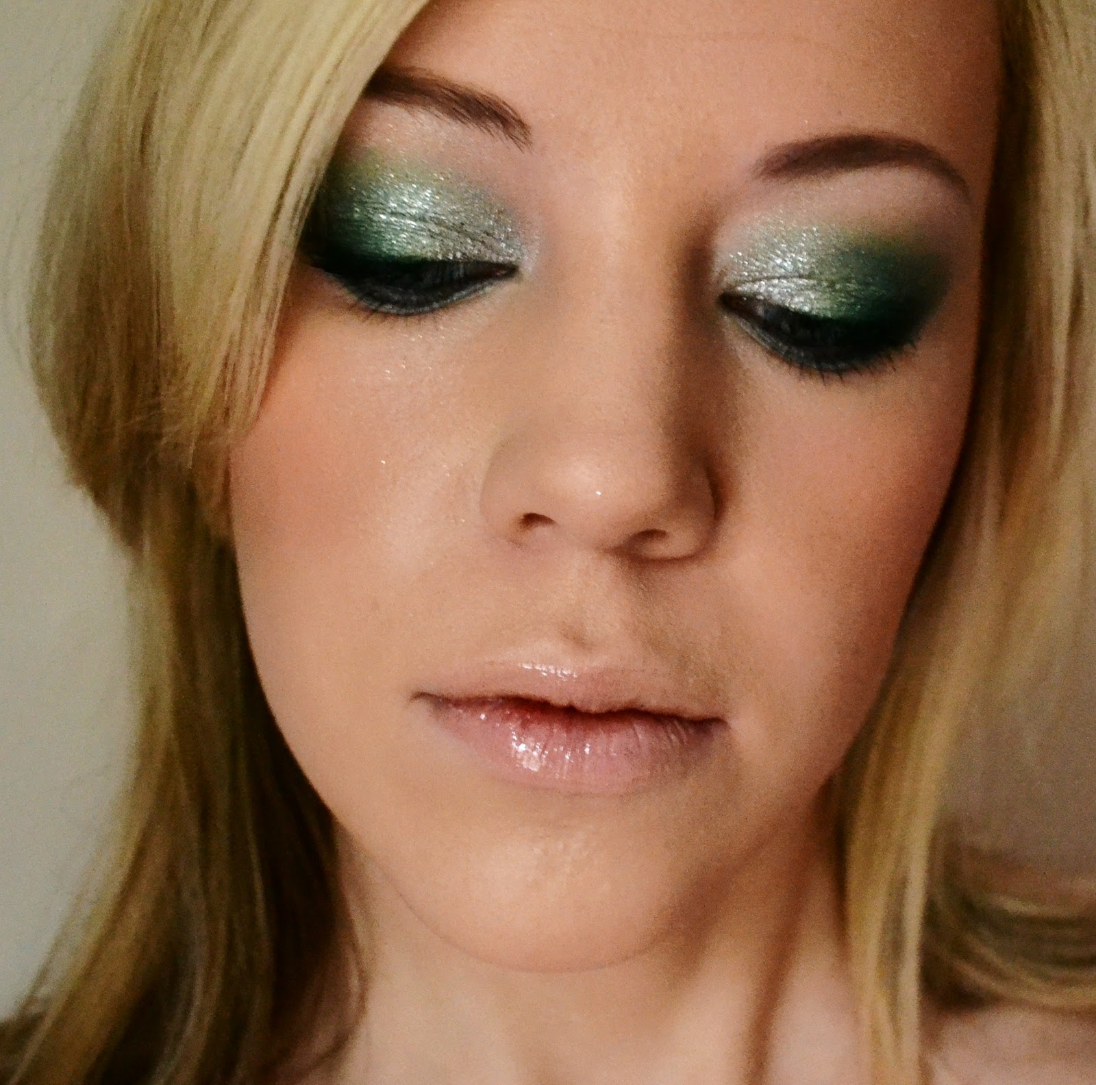 makeup by louisa christmas party makeup. Black Bedroom Furniture Sets. Home Design Ideas